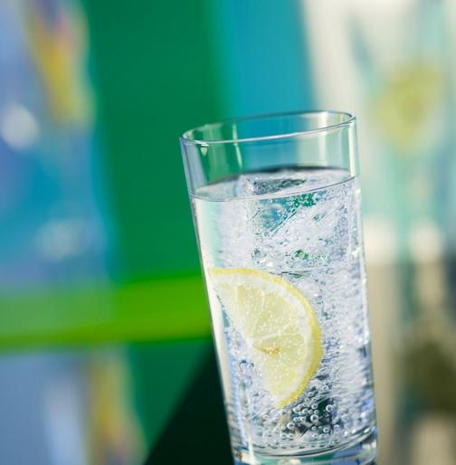 什么是气泡水?气泡水不就是碳酸饮料吗?