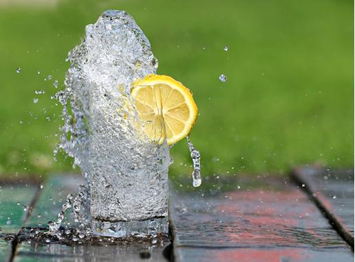 便秘难受怎么办,常喝气泡水有帮助!