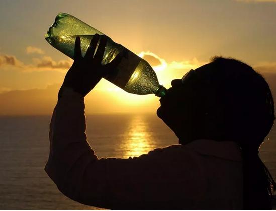 最解渴的水当属冰气泡水!气泡水的好处!