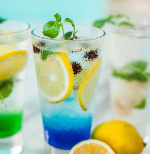 常喝不健康的碳酸饮料吗?不如换下口味,常常健康的气泡水!